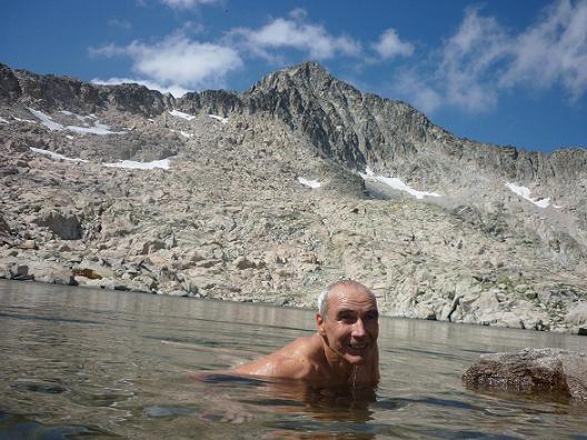 Baignade dans le lac 2827 m, situé dans le cirque Sud-Est du pico Russell