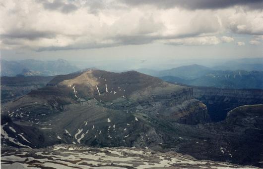 Du sommet du Taillon, Tobacor et falaises d'Ordesa