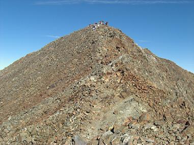 Le sommet du pico Posets est tout proche et il y a du monde