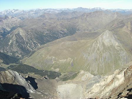 Du sommet du pico Posets, le Monte Perdido, le Vignemale et le Néouvielle
