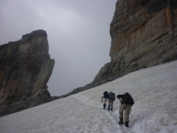 Au-dessus du glacier, la Brèche de Roland qui donne accès au versant espagnol