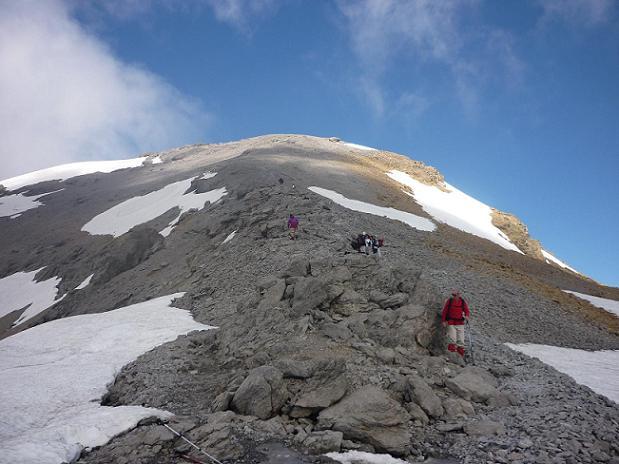 Le sommet du Taillon, qui était pris par les nuages, se dégage