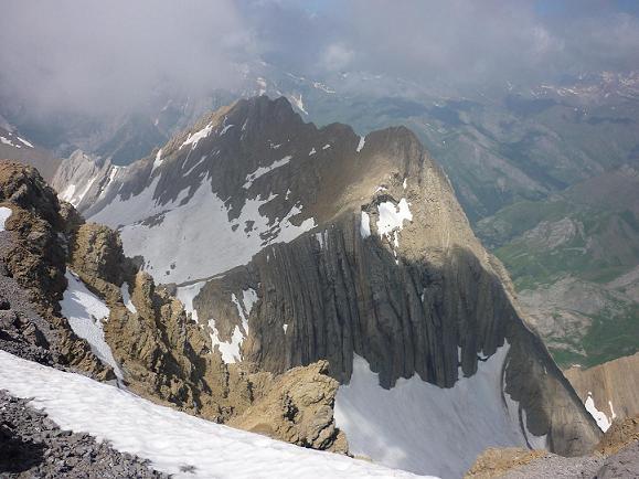 Du sommet du Taillon 3144 m, les Gabiètous