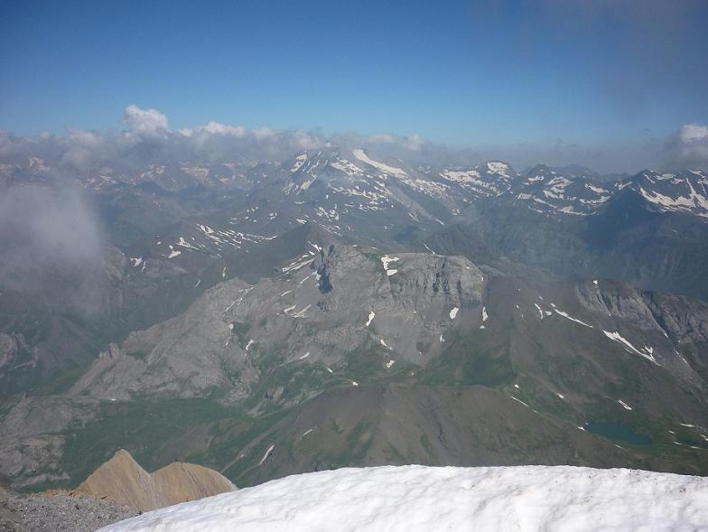 Du sommet du Taillon 3144 m, le Vignemale