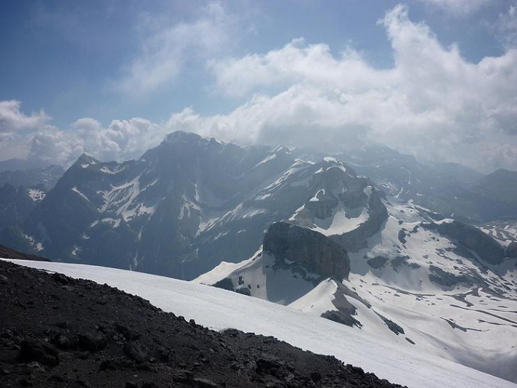 Du sommet du Taillon 3144 m, le Marboré