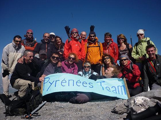 L`équipe de Pyrénées Team au sommet du Taillon 3144 m