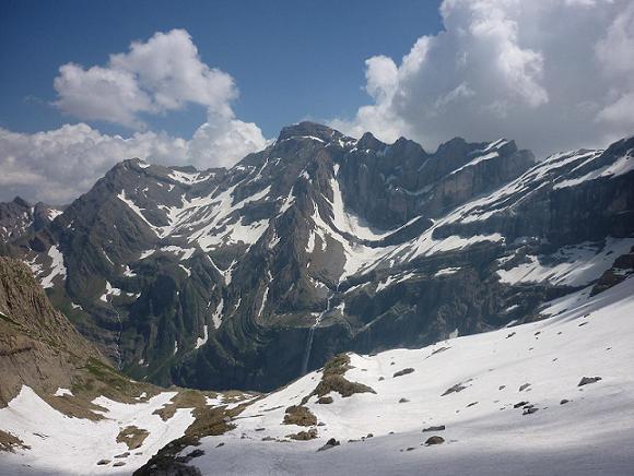 Du refuge des Sarradets 2587 m, la Grande Cascade et le Marboré
