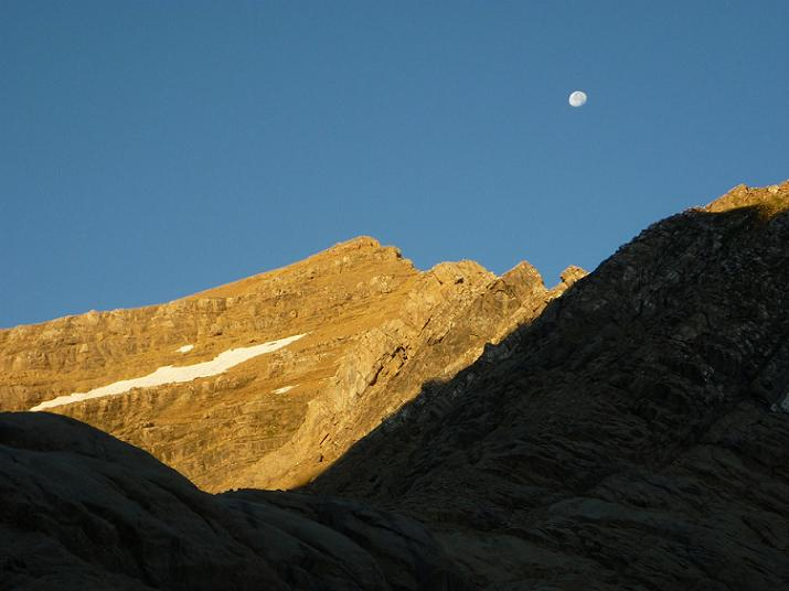 La lune au-dessus du Taillon