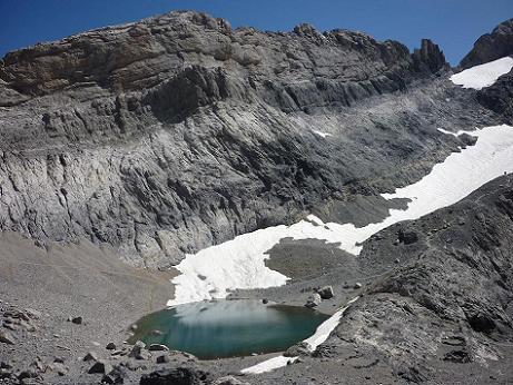 Passage au-dessus et à l`Ouest du Pequeno Lago Helado