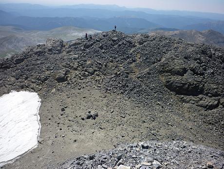 Du haut de la cheminée, regard vers le sommet du Piton S W del Cilindro