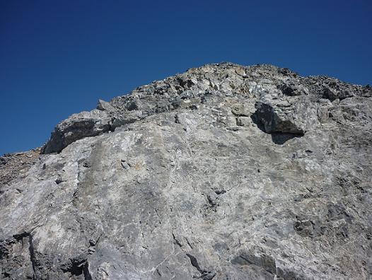Dalle lisse, presque verticale de 5 mètres avec de très petites prises, sur la crête Sud-Ouest du Cilindro del Marbore