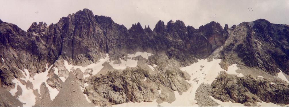 La Cresta del Diablo (Crête du Diable) vue du Glaciar (Glacier) Latour