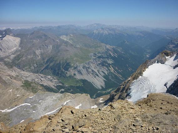Du sommet du Cilindro del Marbore ou Cylindre du Marboré 3328 m, le massif de la Munia, la vallée de Pineta et le glaciar Superior du Monte Perdido