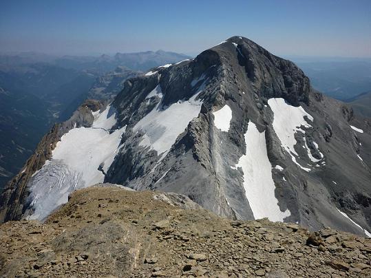 Du sommet du Cilindro del Marbore ou Cylindre du marboré 3328 m, la face Nord-Ouest du Monte Perdido