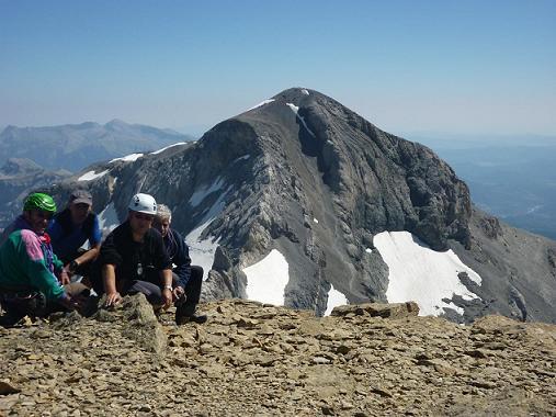 Au sommet du Cilindro del Marbore ou Cylindre du Marboré 3328 m, le Monte Perdido dans le dos