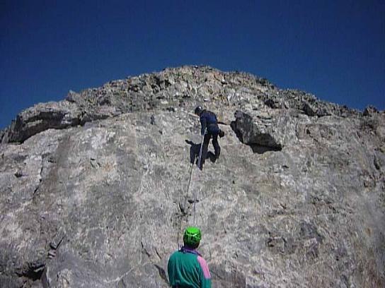 Désescalade en rappel de la dalle lisse sur la crête Sud-Ouest du Cilindro del Marbore
