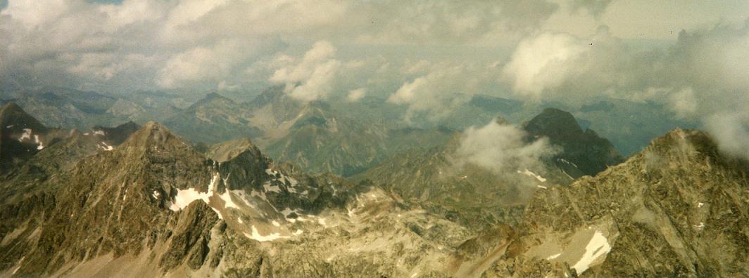 Du sommet du Balaitous, les pics d Arriel, du Midi d Ossau, Lurien et Palas