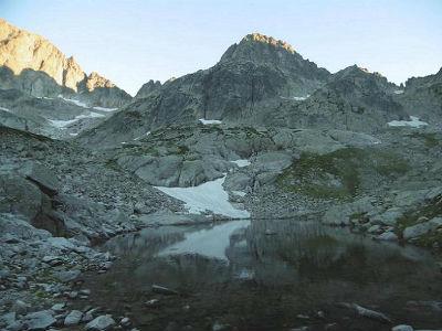 Du lac inférieur de Micoulaou (2302 m), le col Noir et les Passes de la barane