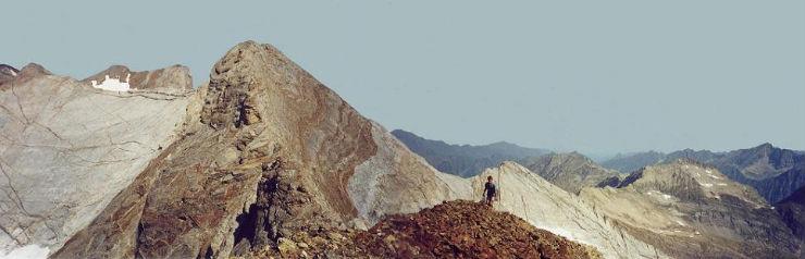 Du sommet du Grand pic de Tapou 3150 m, le Vignemale et le Montferrat