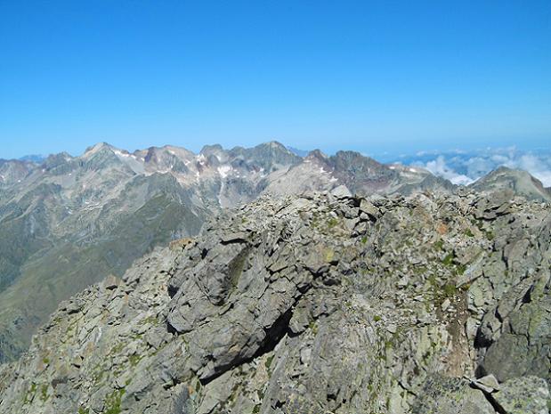 Du sommet du pico de Alba (3118 m), Perdiguère, Crabioules et antécime