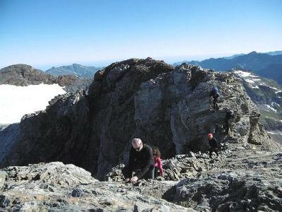 Après passage de l`antécime, arrivée au sommet du Montferrat (3219 m)