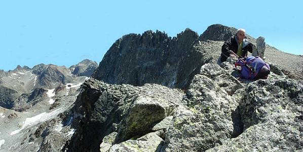Du sommet du pic de Camboué 3043 m, le pic des Gourgs Blancs
