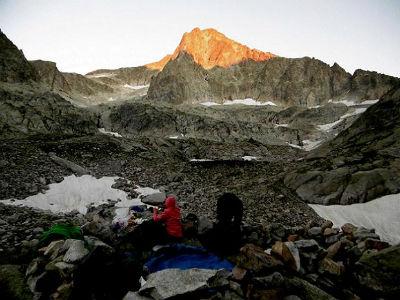 De l`aire de bivouac (2310 m), tombée du jour sur le Balatous
