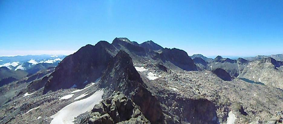 Du sommet du pico de Alba (3118 m), picos Sayo, Cordier, de la Maladeta, Diente de Alba ibon de Cregüena