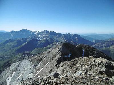 Du sommet du Montferrat (3219 m), le massif Gavarnie Monte Perdido et le Grand pic de Tapou