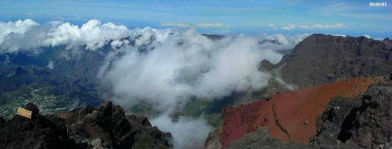 257 Les nuages arrivent sur les sommets du Piton des Neiges, au-dessus de Cilaos