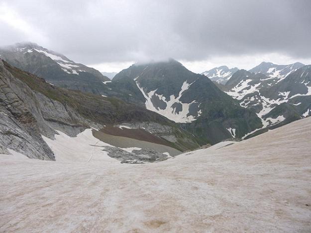 Descente du glacier d`Ossoue, pour sortir sous les nuages