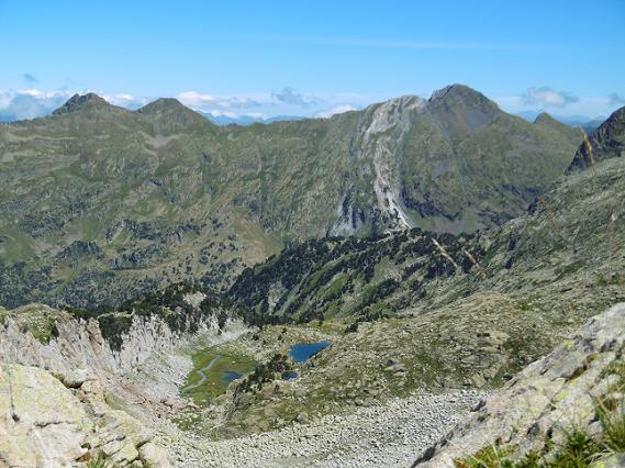 Abandon de la crête (2580 m) pour aller vers le ibon de Renclusa