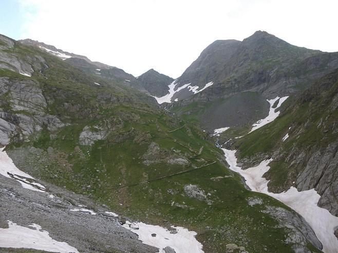 Progression au-dessus de la rive droite du ruisseau des Oulettes
