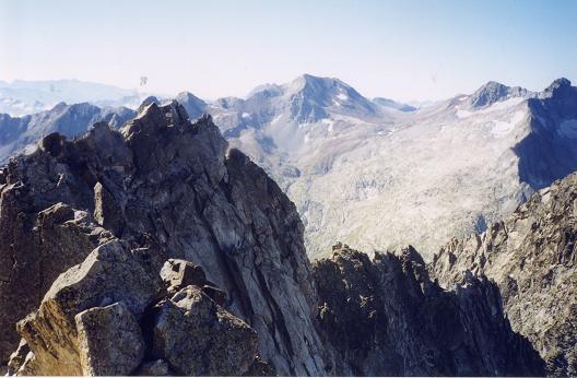 Du sommet du pic de Néouvielle, le pic de Campbieil et le Pic Long