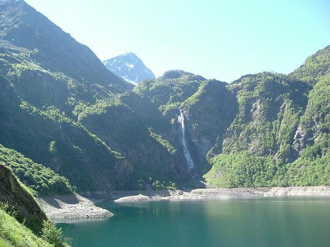 Le lac d'Oô et sa belle cascade