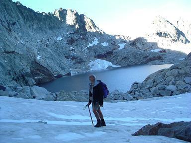 Traversée du névé au lac glacé de Clarabide