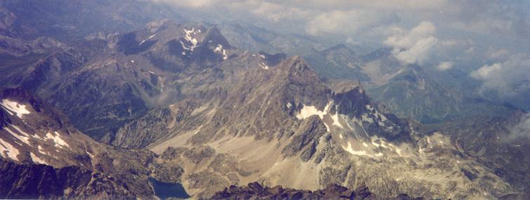 Du sommet du pico Balaitous, Arriel et Midi d'Ossau