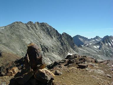 Du sommet du pic de Clarabide, le pic des Gourgs Blancs