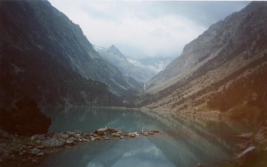 Passage au lac de Gaube 1725 m, le Vignemale dans les nuages