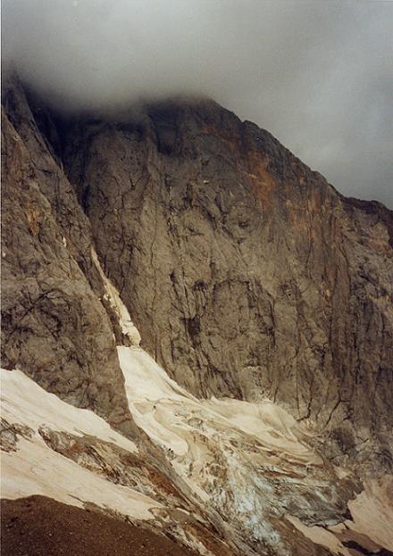 Le couloir de Gaube au-dessus du glacier des Oulettes
