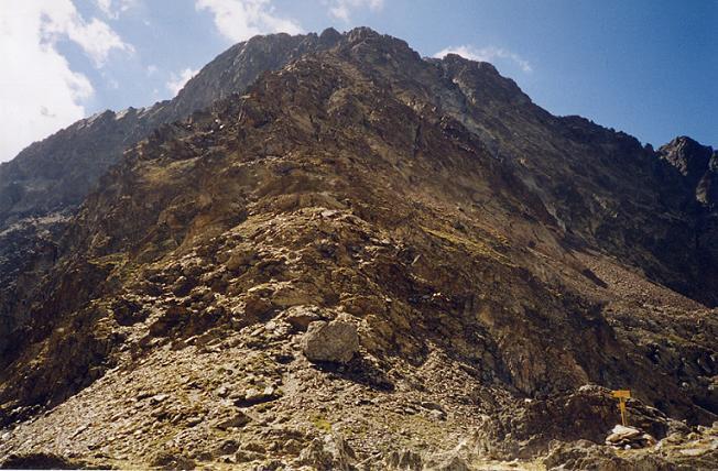 Du col de La Fache (2664 m), il ne reste plus qu à gravir la crête Nord