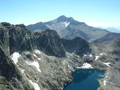 Du sommet du pic Saint Saud, Posets et lac glacé de Clarabide