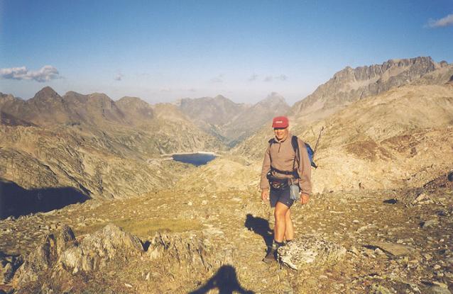 Passage au col de la Fache (2664 m), Midi d`Ossau et Frondellas dans le dos.