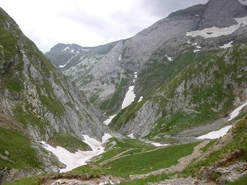 Descente du barranco d`Ossoue vers la vallée d`Ossoue