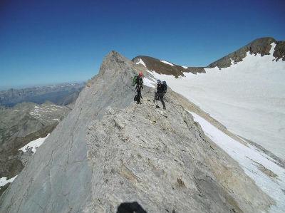 Passage au sommet de la crête de la Marmolera (3184 m)