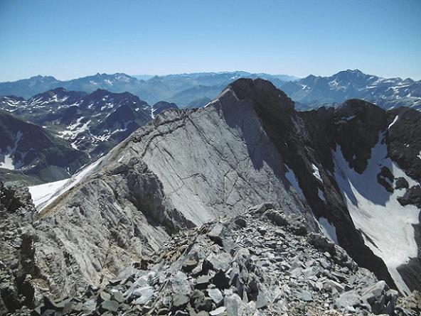 Du sommet du pic Central (3235 m), Pic Long, Campbieil, Munia, Marmolera et Montferrat