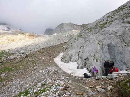 Pause aux grottes Bellevue (2450 m)