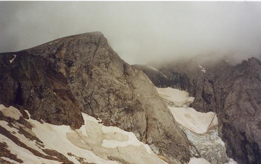 Sous la Hourquette d'Ossoue, le Petit Vignemale et son glacier