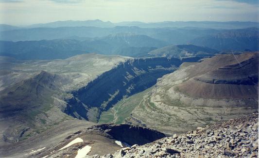Du sommet du Monte Perdido, la vallée d'Ordesa