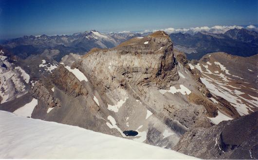 Du sommet du Monte Perdido, le Vignemale, le Cilindro et le lago Helado